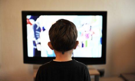 Geflimmer im Kinderzimmer: Wie viel Fernsehen ist okay für mein Kind?