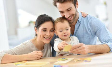 Rasseln, Mobiles, Greifringe – das richtige Spielzeug für Ihr Kind