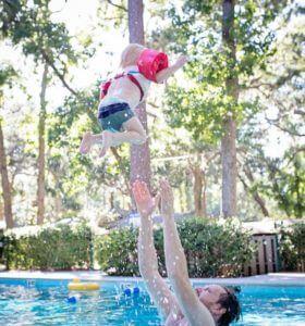 baby-schwimmen-so-gehts-02