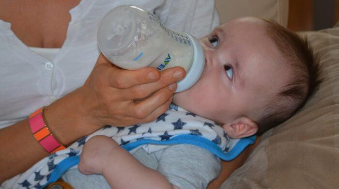 Was Sie wissen sollten, wenn Sie Ihr Baby mit der Flasche ernähren