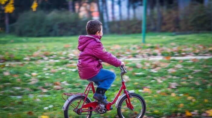Fahrradprüfung für Kinder: Sicher auf zwei Rädern