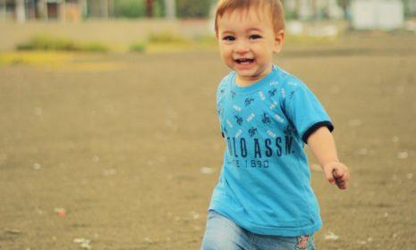 6 Tipps, mit denen Sie Ihr Kind beim Laufen lernen unterstützen