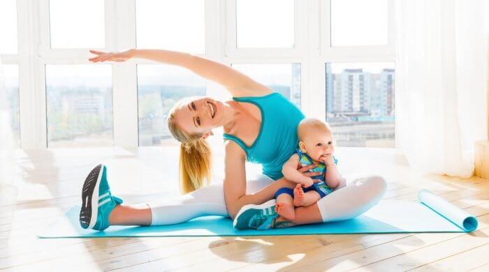 Homesport: Das Baby spielerisch in die Übungen einbinden