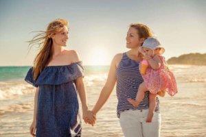 Regenbogenfamilie gründen: Möglichkeiten als homosexuelles Paar ein Kind zu bekommen