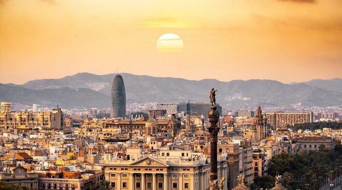 Barcelona eignet sich perfekt für den ersten aufregenden Städtetrip mit Kindern.