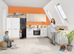 Kinder spielen in der Küche
