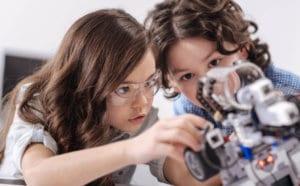 Kinder und Roboter