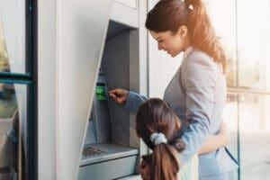 Um die Familie finanziell gut zu versorgen, gibt es viele Möglichkeiten zur Unterstützung.