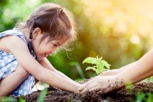 Jede Zeit hat ihre eigenen Herausforderungen. Eltern können ihren Kindern trotz aller Hürden ein lebenswertes Umfeld gestalten.