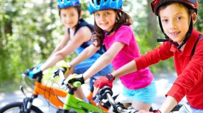 Was Sie für Ihr Kind mit dem Fahrrad auf dem Schulweg beachten sollten (Quelle: pixabay.com © SylwiaAptacy)