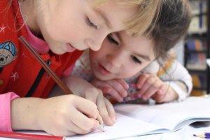So motivierst du dein Kind beim Erledigen der Hausaufgaben