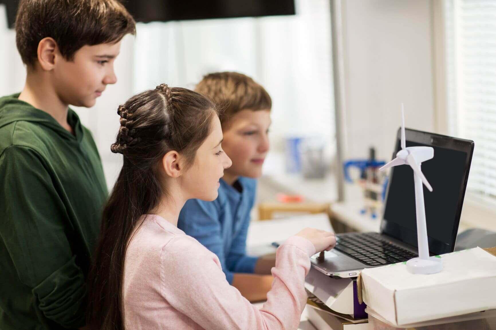 Laptops, Notebooks und Netbooks können flexibel für ein Projekt mit in die Schule genommen werden.