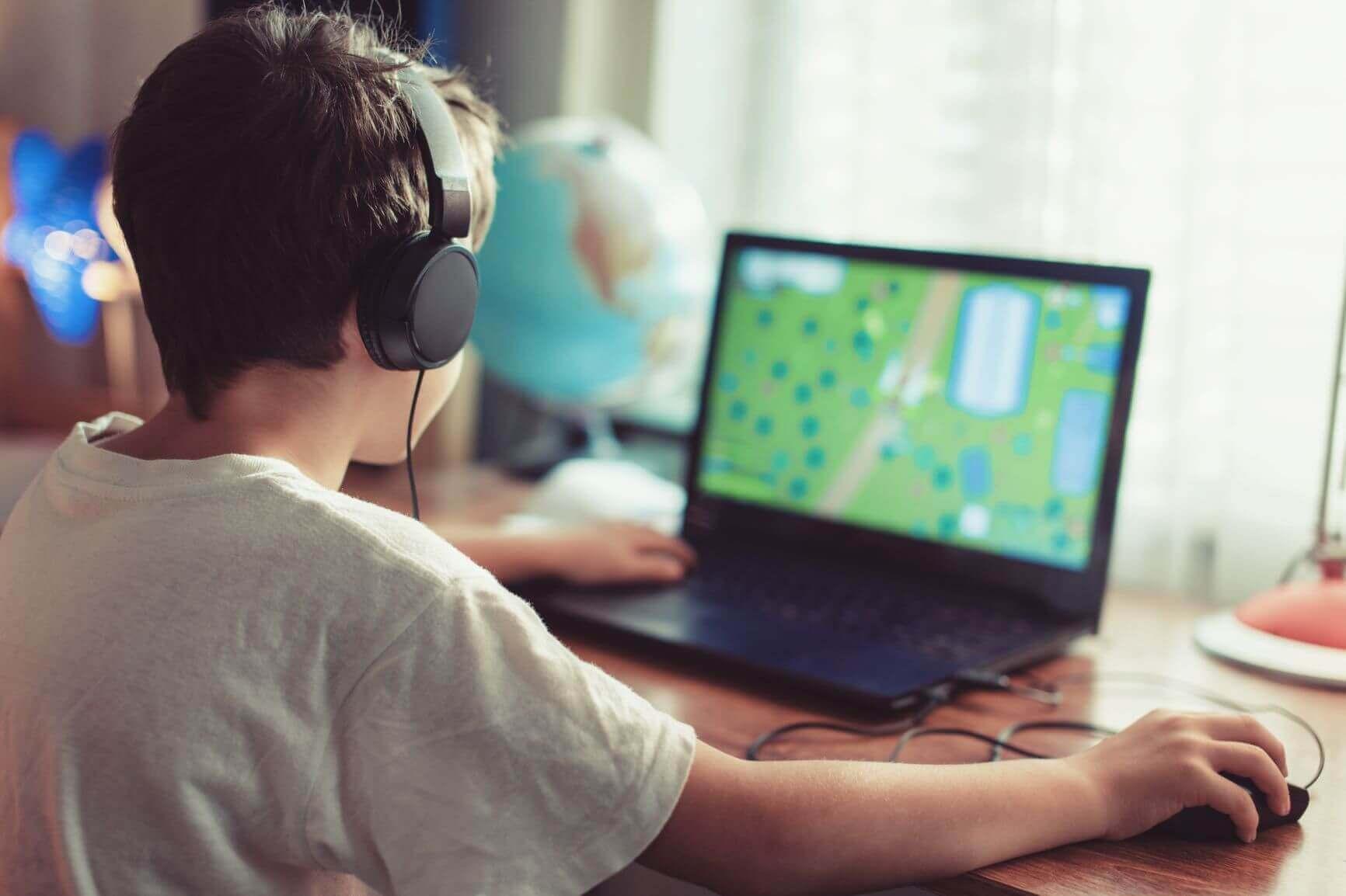 Wenn Kinder gerne Computerspiele mit hohen Anforderungen spielen, sollte im Computer auch eine gute Grafikkarte eingebaut sein