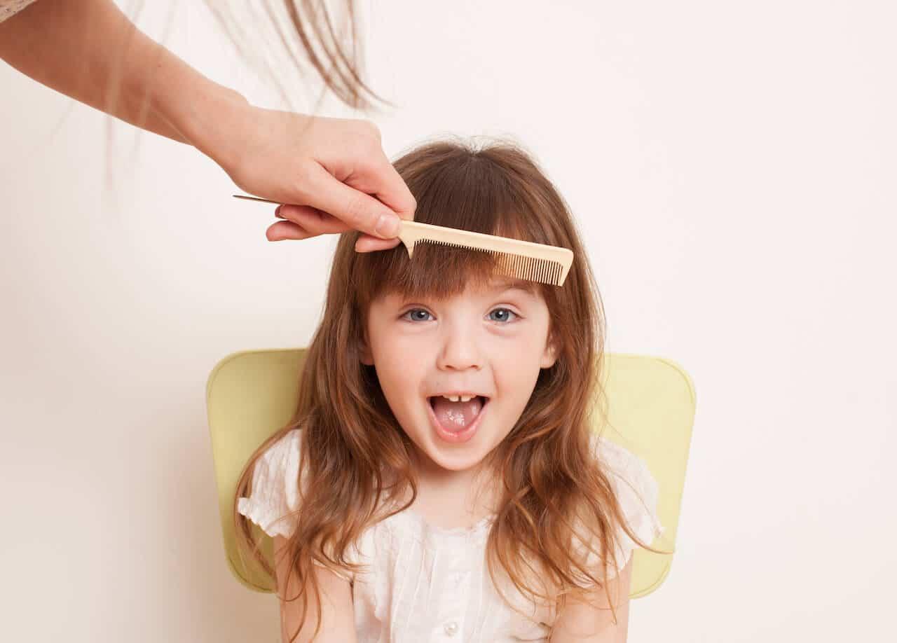 Kinderfrisuren für Mädchen: Romantische Flechtfrisuren und freche