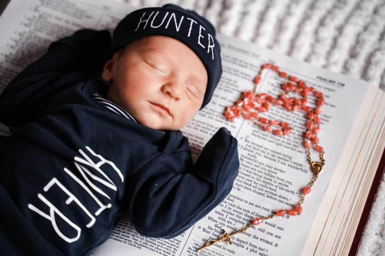 Biblische Namen: Welcher Vorname aus der Bibel könnte zu deinem Sohn oder deiner Tochter passen?